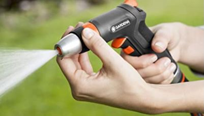 Gardena Premium Reinigungsspritze mit Impulsauslöser und Frostschutz für 12,95€ (statt 18€)   Prime