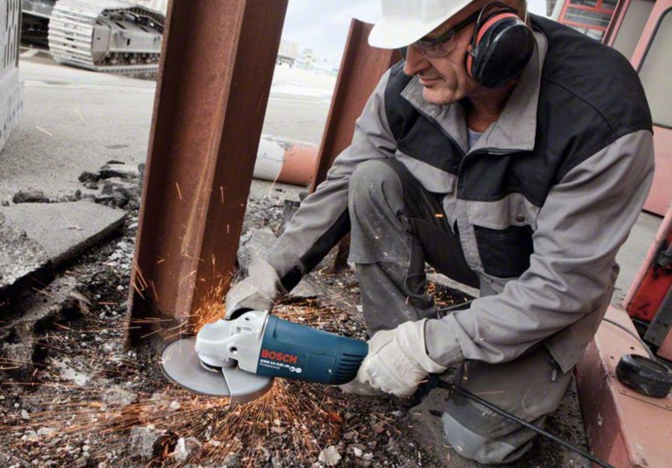 Bosch Professional Winkelschleifer GWS 24 230 JH mit Wiederanlaufschutz für 112,86€ (statt 133€)