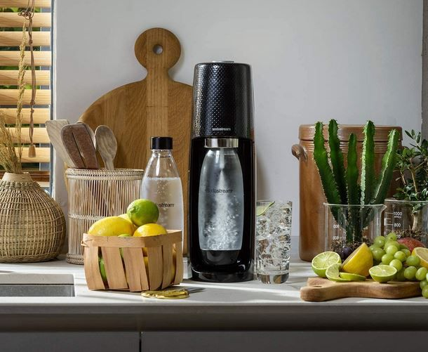 Sodastream Easy Wassersprudler + Flasche + CO2 Zylinder für 44,99€ (statt 54€)