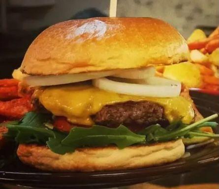 """""""Ein Burger"""" aus Frankfurt: Burger nach Wahl inkl. Pommes für 8€ (statt 12€)"""