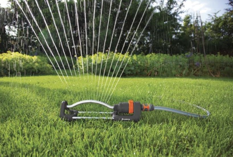 Gardena Viereckregner Aqua S und Bewässerungsuhr für 26,98€ (statt 32€)