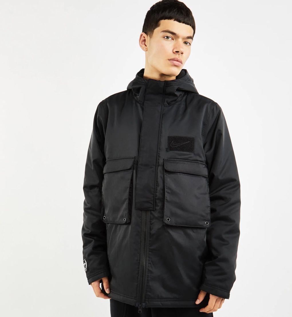 Nike Lebron Protect Outdoorjacke in Schwarz für 63,99€ (statt 128€)