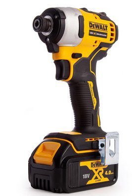 DeWalt 18V Akku Werkzeugset (DCK2062M2T) mit 2x 4Ah Akkus für 278,90€ (statt 392€)