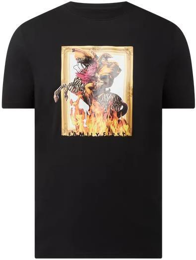 Family First Milano T Shirt in Schwarz oder Pink für 19,99€ (statt 70€)