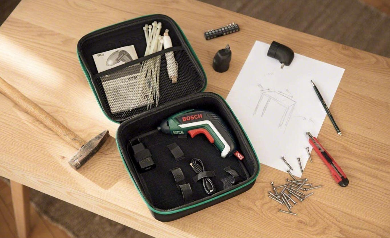 Bosch 06039A8002 Akkuschrauber IXO Set inkl. Winkelaufsatz und Exzenteraufsatz, 10 Bits, USB Ladegerät, Softcase für 48€ (statt 58€)