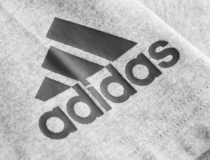 adidas Must Haves Plain Herren Poloshirt in Grau für 23,94€ (statt 30€)