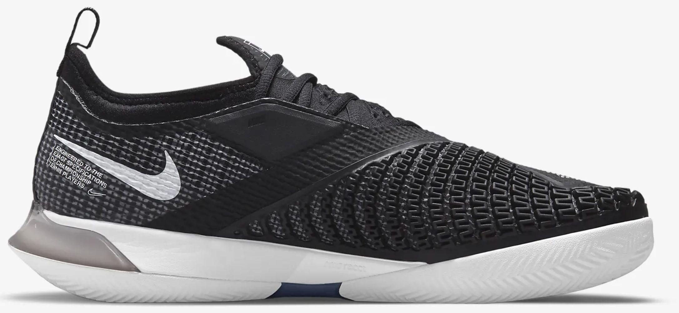 NikeCourt React Vapor NXT Tennisschuhe in Schwarz/Weiß für 107,97€ (statt 135€)