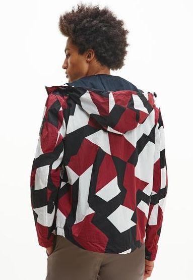 Tommy Hilfiger Lightweight Geometric Jacke im Dazzle Camo Look für 134,99€ (statt 170€)
