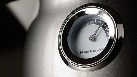 KitchenAid 5KEK1522E Artisan Wasserkocher 1,5l für 99,90€ (statt 145€)