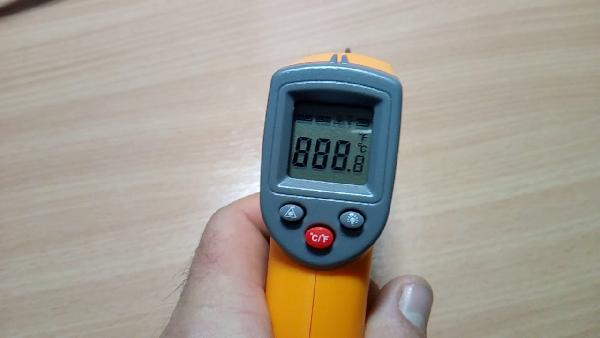 GS320   Digitales Infrarot Thermometer mit LCD Display für 5,20€