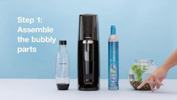 PET-Flasche SodaStream EASY Wassersprudler in schwarz mit CO2-Zylinder